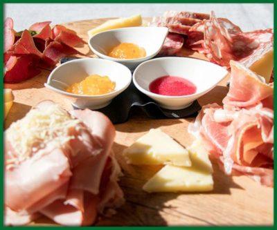 Eccellenze-Friulane-tagliere-misto-salumi-formaggi-migliore-ristorante-udine-gorizia-collio-friuli-cormons-villa